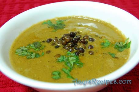 Black peas gravy (Kale vatanechi amti)