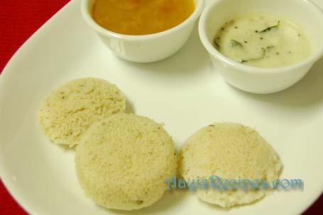 Idlis with wheat rava (Ganva rave idli)
