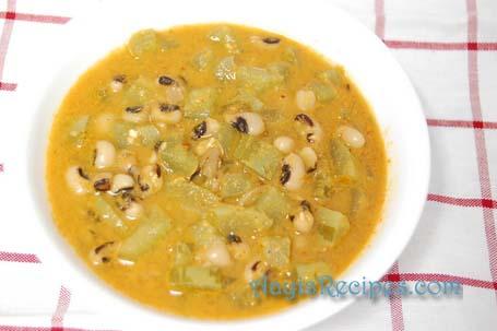 Snake gourd sidedish (Padwale Randayi)