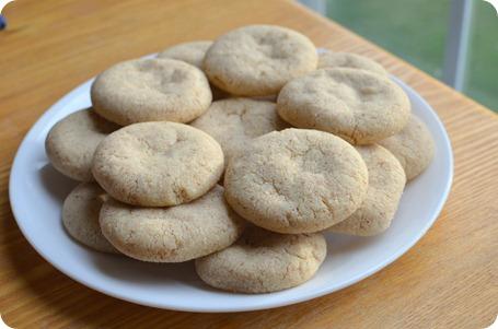 saffron-almond flavored cookies